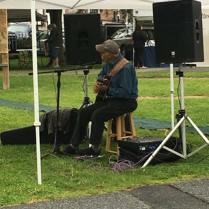 Man playing guitar at Lebanon Farmers' Market
